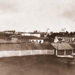 Вид с вала на торговую площадь. Фото начала ХХ века из собрания Белозерского областного краеведческого музея (БИХМ 3320)