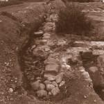 Южная стена храма Василия Великого. Общий вид с востока. Фото Е.А. Хворостовой из отчета об археологических исследованиях на территории Белозерского кремля 1993 г.